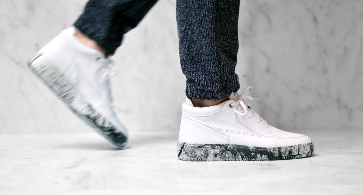 Marble white on foot