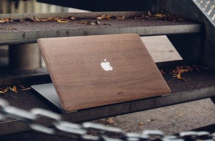 houten macbook cover