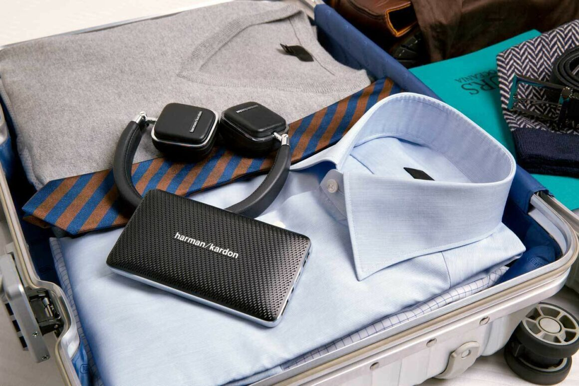 Lifestyle-Image—Soho-Wireless_Esquire-Mini