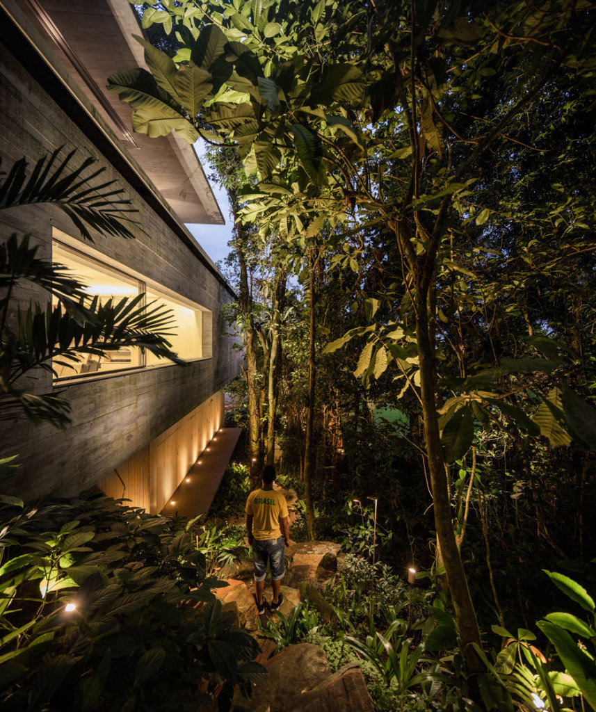 jungle-house-mk27-brazil-rainforest-fernando-guerra_dezeen_936_31-857×1024