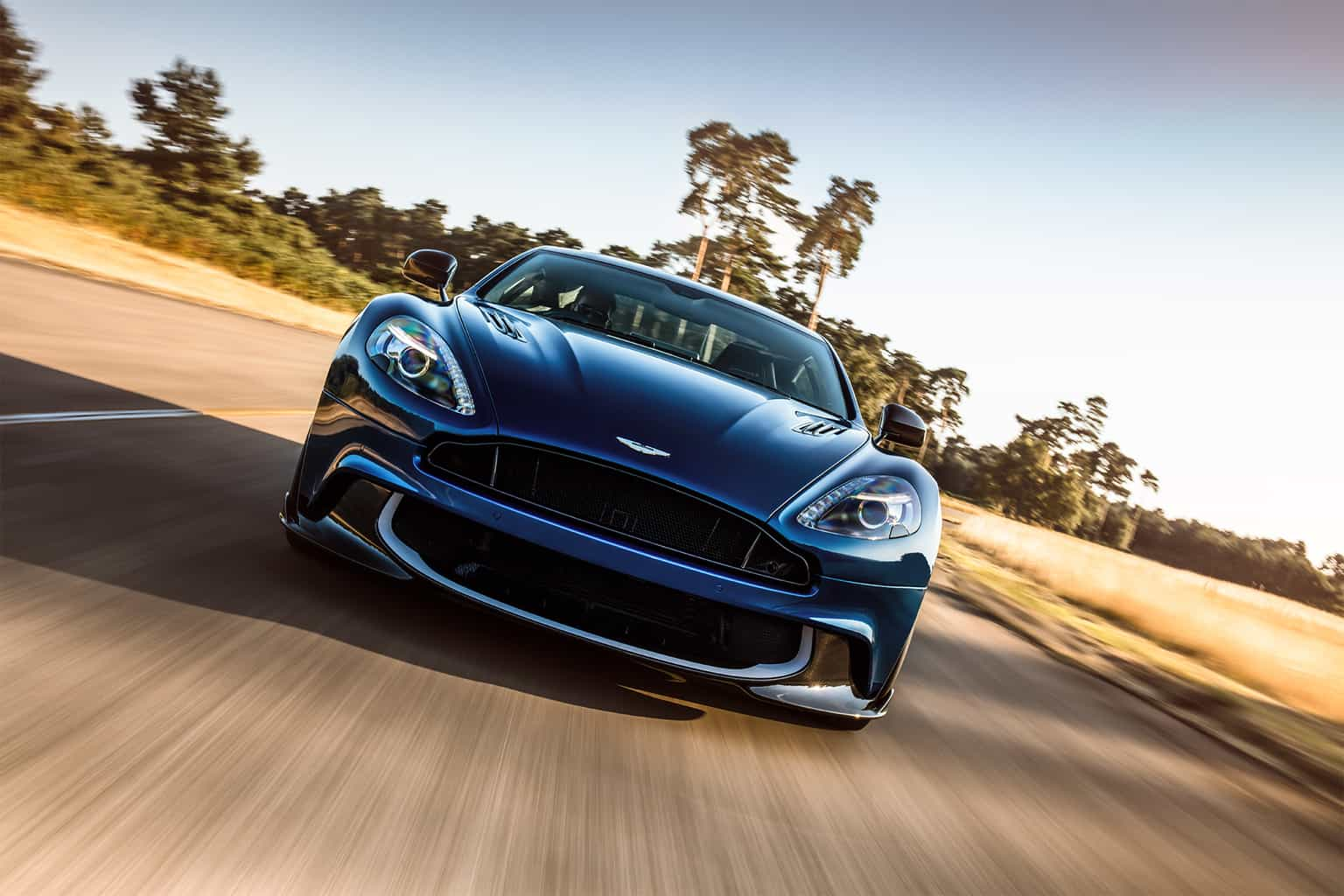 2018-Aston-Martin-Vanquish-S-front-view-in-motion